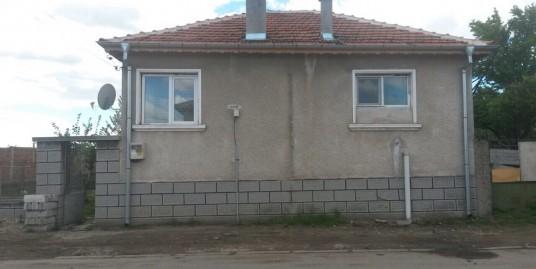 Къща на два етажа с. Сираково