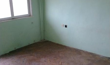 Спешно двустаен монолитен апартамент