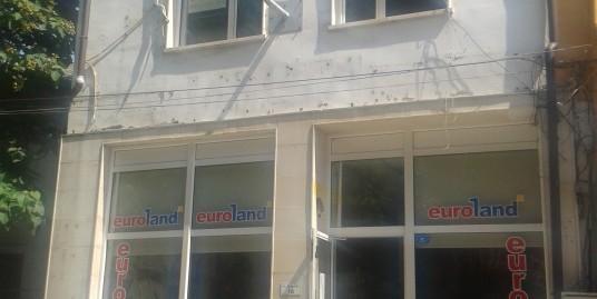 Продава триетажна самостоятелна сграда