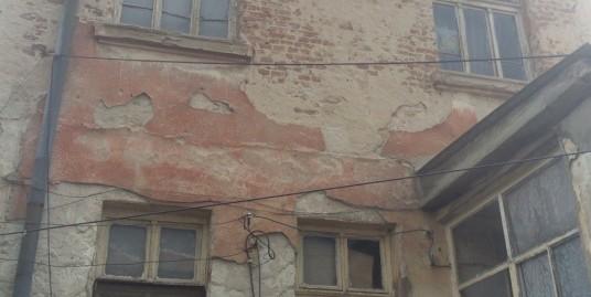 Парцел с стара къща