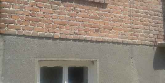 Двуетажна къща на калкан