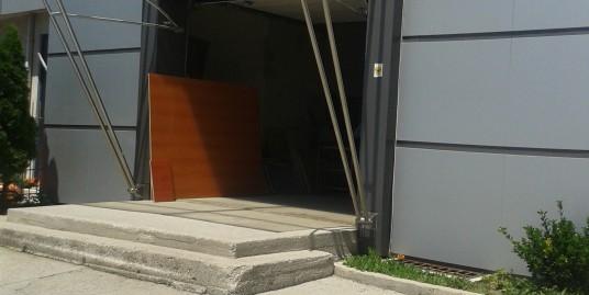 работещ цех за производство на мебели