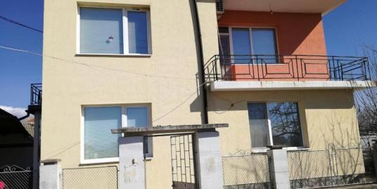 Нова двуетажна къща с основен ремонт в село на 40 км. от гр. Хасково