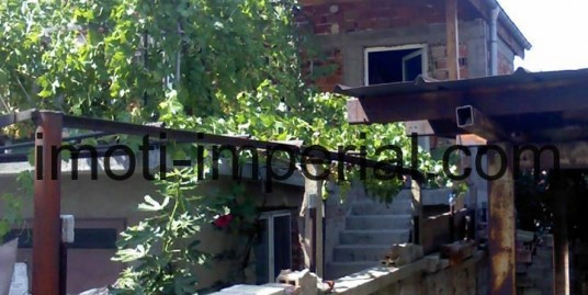 Двуетажна тухлена къща в кв. Тракийски, град Хасково