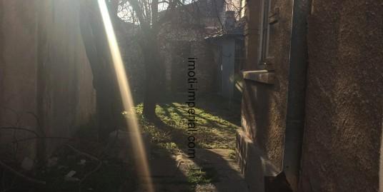 ЕКСКЛУЗИВНО! Етаж от къща със самостоятелен двор в кв. Любен Каравелов, град Хасково