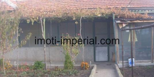Едноетажна тухлена къща в с. Сираково, област Хасково