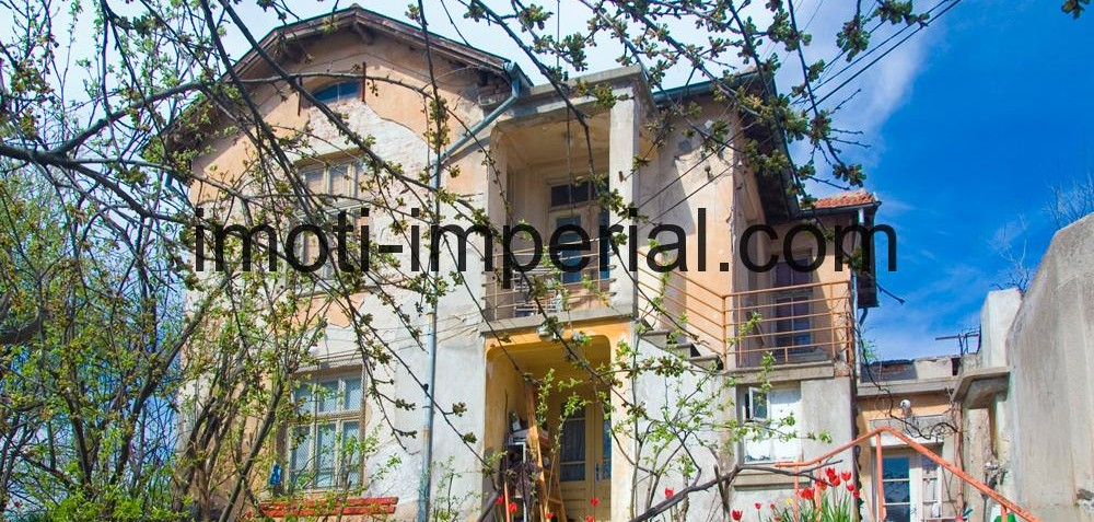 Двуетажна къща в кв. Любен Каравелов, град Хасково