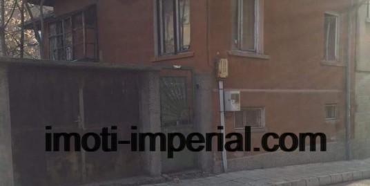 Продава къща в гр. Хасково идеален център