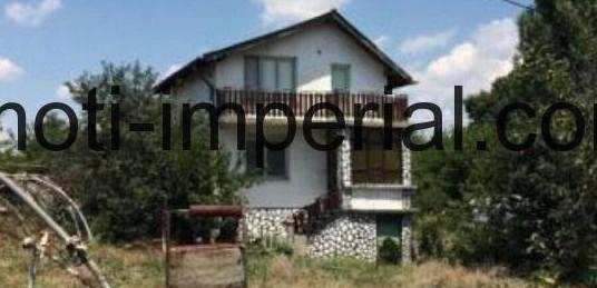 Двуетажна къща в с. Динево, област Хасково