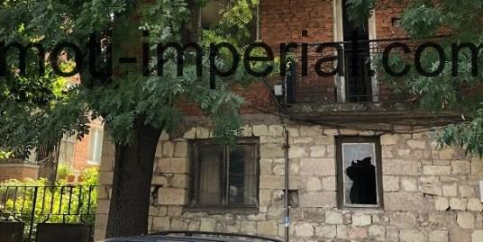 Масивна двуетажна къща в кв. Овчарски, град Хасково