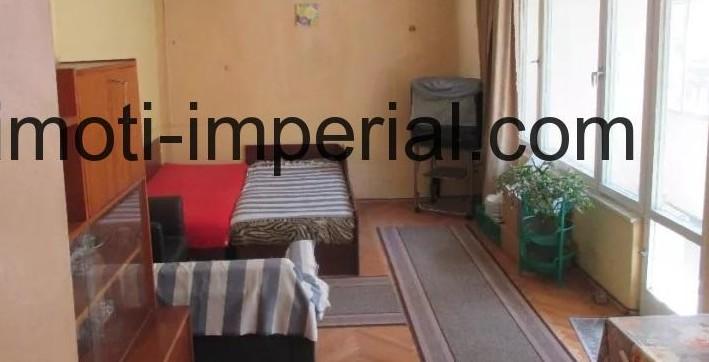 Тристаен тухлен апартамент в центъра на град Хасково