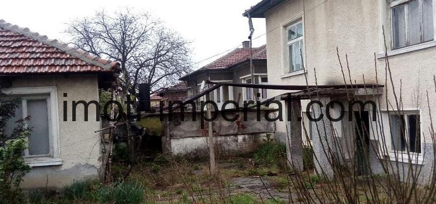 Къща в село на 14 км. от град Хасково