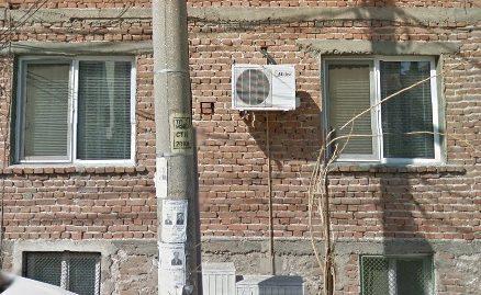 Двуетажна къща на калкан в кв. Овчарски, град Хасково