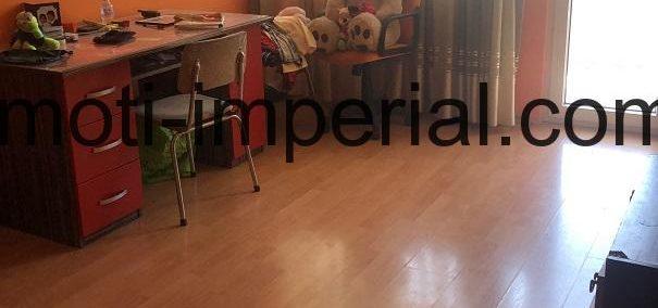 Тристаен тухлен апартамент с партерна стая, разположен в кв. Овчарски, град Хасково
