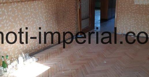 Тристаен тухлен апартамент в кв. Училищни, град Хасково
