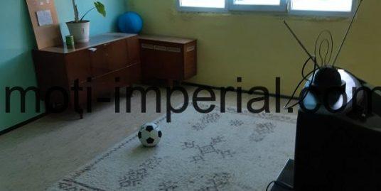 Двустаен апартамент, разположен на ул. Ком, град Хасково