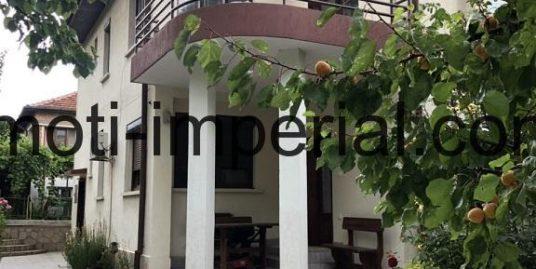 Луксозна двуетажна къща в широк център, град Хасково