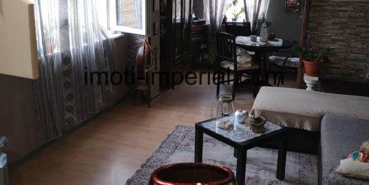 ТОП ОФЕРТА! Самостоятелен етаж от къща с допълнителна къща в двора в кв. Куба, град Хасково