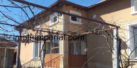 Масивна едноетажна къща в с.Жълти бряг, област Хасково