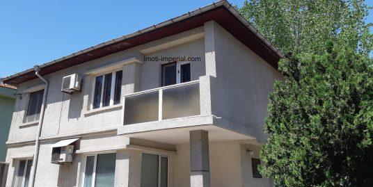 Двуетажна монолитна къща, разположена в кв. Каменни, град Хасково