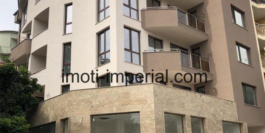 Тристаен монолитен апартамент в луксозна сграда в центъра на град Хасково