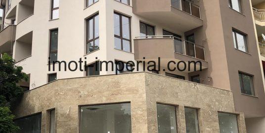 Тристаен монолитен апартамент под наем с гараж в центъра на град Хасково