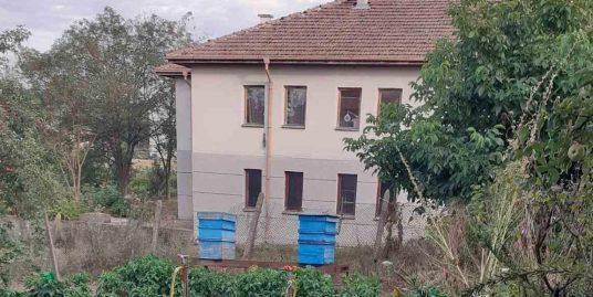 Двуетажна къща в с. Долно Ботево, област Хасково