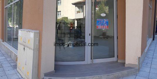 Търговски обект под наем в нова сграда в центъра на град Хасково