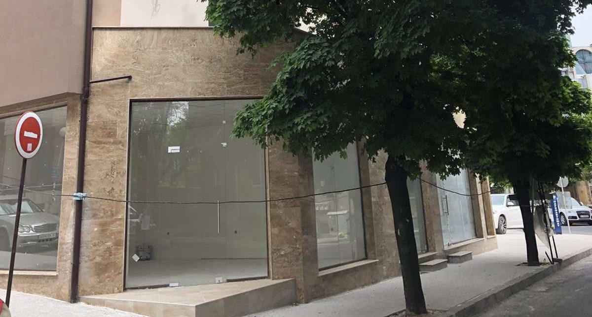 Търговки обект под наем в топ центъра на град Хасково