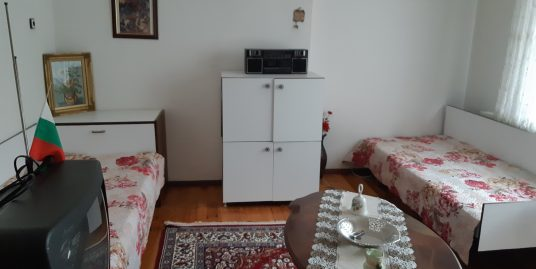 Етаж от кооперация с двор, разположен в кв. Любен Каравелов, град Хасково