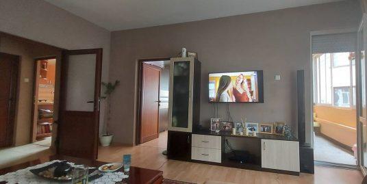 Тристаен тухлен апартамент, след основен ремонт, разположен в кв. Дружба, град Хасково