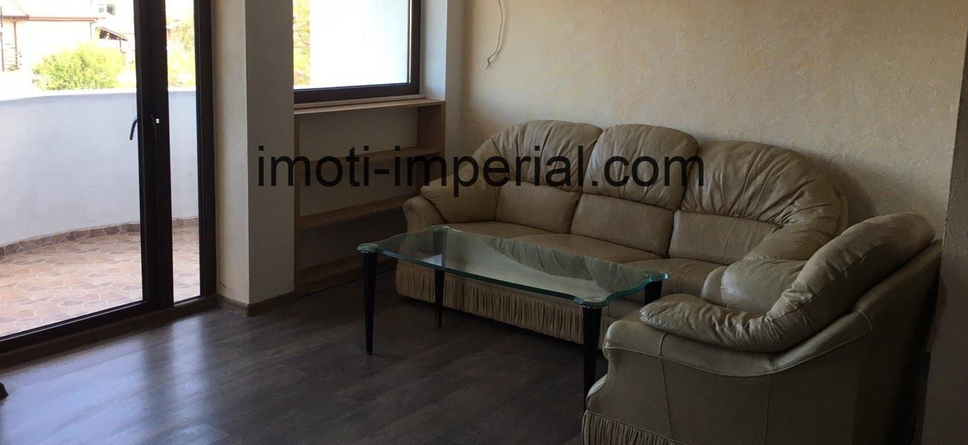 Тристаен апартамент под наем в района на градската градина, град Хасково