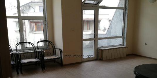 Просторен апартамент в кв. Любен Каравелов, гр. Хасково