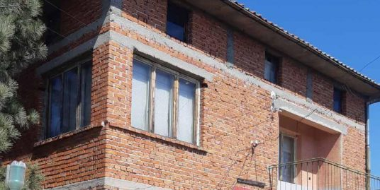 Масивна двуетажна къща в кв. Болярово гр.Хасково